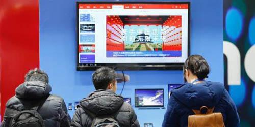 L'absence d'un système d'exploitation auto-développé est un point sensible pour la Chine, car des pays aussi puissants que la Grande-Bretagne, la Russie, le Japon, l'Allemagne et l'Inde utilisent aussi des systèmes d'exploitation américains.