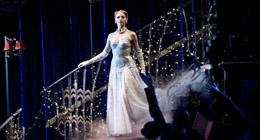 Le spectacle de Matthew Bourne, intitulé Cendrillon, va être joué pour la première fois au Centre des arts du spectacle de Tianqiao à Beijing du 7 au 12 ao?t.