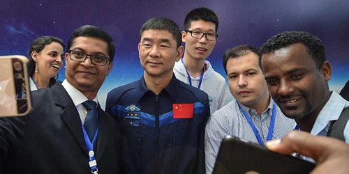L'autorité spatiale chinoise a déclaré mardi qu'elle comptait construire une base de recherche scientifique habitée sur la Lune.