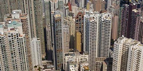 Une proposition visant à construire une ville de banlieue pour les habitants de Hong Kong sur la partie continentale de la Chine afin de résoudre la crise du logement que conna?t la région administrative spéciale a re?u un accueil mitigé.