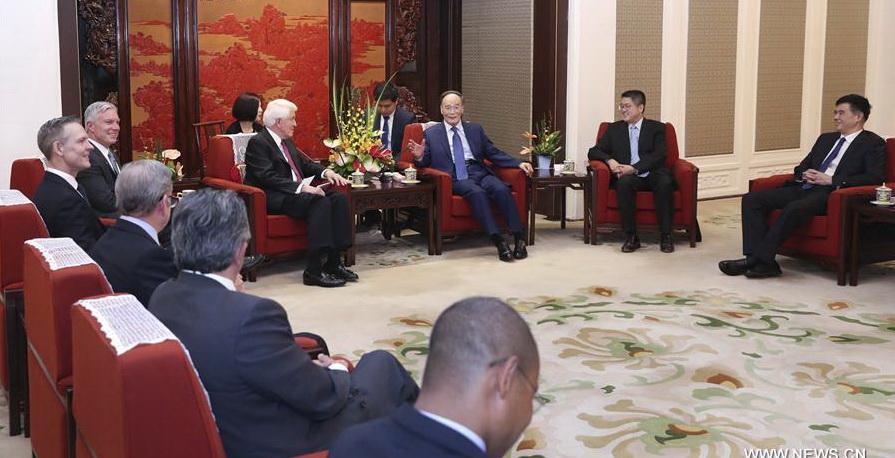 Le vice-président chinois Wang Qishan a indiqué mardi que des relations économiques et commerciales sino-américaines solides correspondaient aux intérêts fondamentaux des deux peuples.