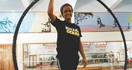 Hikmah, une jeune Ethiopienne de 16 ans, étudie l'acrobatie à l'Ecole des arts de l'acrobatie de Wuqiao, une ville rurale célèbre pour ses arts du cirque dans la province du Hebei.