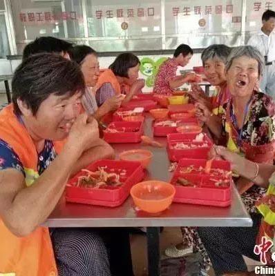 Jiangsu : des déjeuners gratuits pour les agents d'entretien
