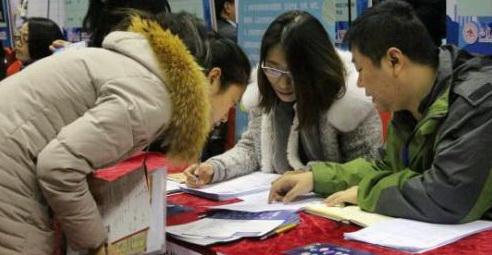 Selon LinkedIn, les jeunes demandeurs d'emploi chinois nés en 1995 et après sont plus susceptibles que les autres de quitter leur premier emploi dans les sept premiers mois en moyenne.