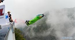 5Sven Ugua, originaire de Belgique, vu lors du Grand prix de Chine de la Ligue mondiale de wingsuit, à Zhangjiajie, dans la province du Hunan (centre de la Chine), le 15 septembre 2018.