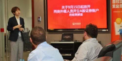 Depuis le 18 septembre, les étrangers vivant en Chine peuvent désormais, pour la première fois, négocier directement des actions nationales, mais, selon les analystes, à court terme,...