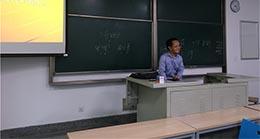 Wang Ke, un enseignant à l'Université du Sud-Est de Nanjing, a été applaudi sur Internet pour avoir tenu sa promesse envers ses élèves en parcourant 737 kilomètres en taxi sous les fortes pluies...
