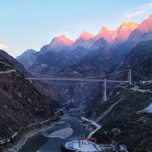 Yunnan : un pont traversant l'un des canyons les plus profonds du monde en contruction