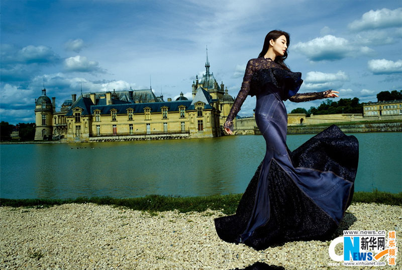 L'actrice chinoise Zhang Yuqi pose pour un magazine